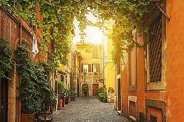 Pittoresca strada a Trastevere a Roma.