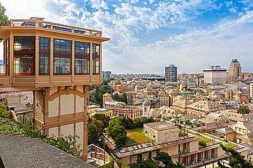 La Spianata Castelletto (Belvedere Luigi Montaldo), da cui vedere il panorama di Genova.