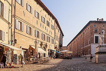 Piazza del Rinascimento ad Urbino.
