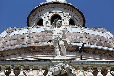 Statua dell'angelo alla Basilica di Santa Maria della Steccata a Parma.