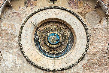 Il Palazzo della Ragione e la Torre dell'Orologio a Mantova.