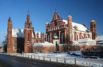 Vecchia chiesa gotica a Vilnius.