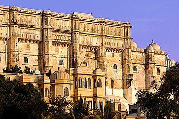 Il complesso di edifici City Palace ad Udaipur.