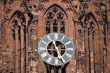 L'orologio della Cattedrale di Francoforte.