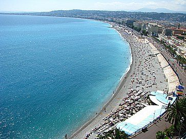La spiaggia Promenade des Anglais a Nizza.