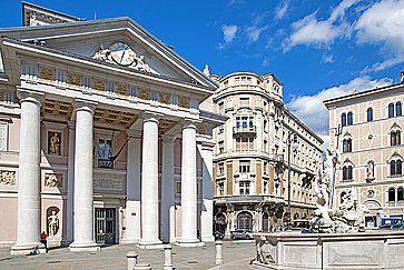 Palazzo della Borsa Vecchia in piazza Borsa a Trieste.