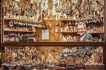 Bancarella ai mercatini di Natale a Trento.