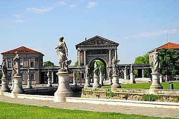 Prato della Valle a Padova.