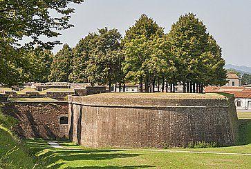 Le mura medievali a Lucca.