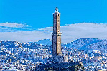 La Lanterna, antico faro e simbolo della città di Genova.