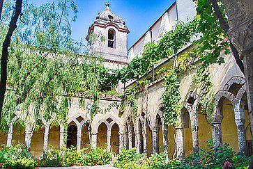 Chiostro della Chiesa di San Francesco d'Assisi a Sorrento.