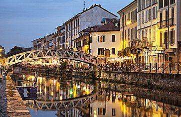 Ponte sul Naviglio Grande a Milano.
