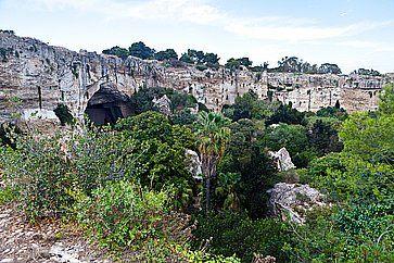 La Grotta dei Cordari alla Latomia del Paradiso, a Siracusa.