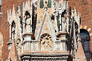 La tomba di Cansignorio della Scala a Verona.