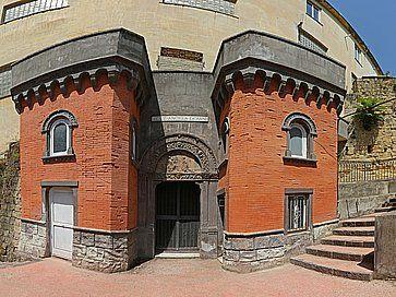 L'ingresso delle Catacombe di San Gennaro a Napoli.