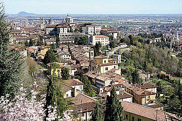 La Città Alta a Bergamo, vista da via San Vigilio.