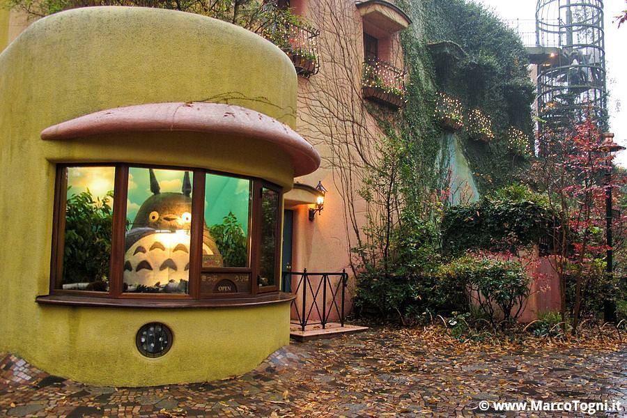 Totoro all'ingresso del Museo Ghibli