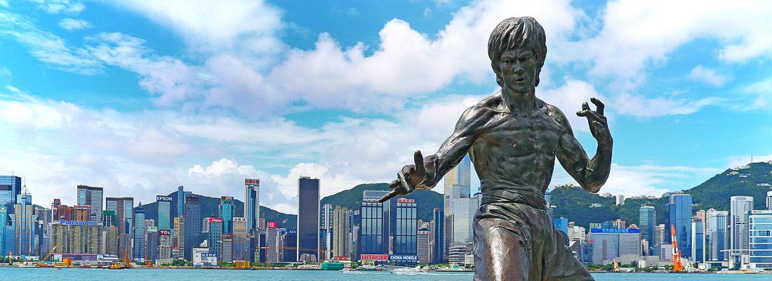 La statua di Bruce Lee sulla Avenue of Stars ad Hong Kong.