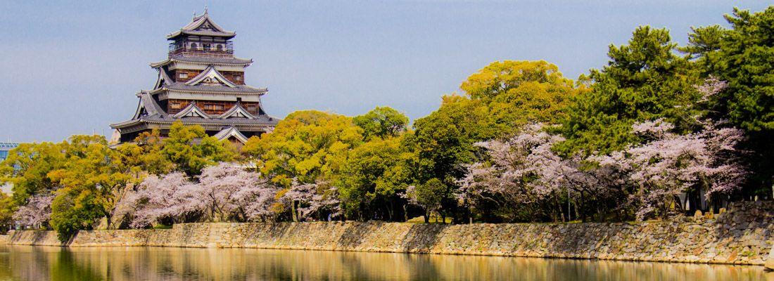 Il castello di Hiroshima in primavera.
