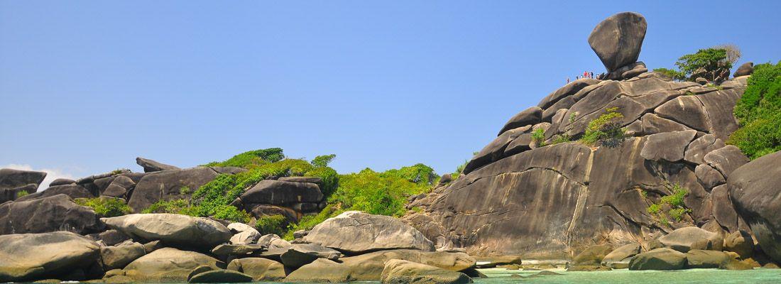 Il mare cristallino e le rocce sulle isole Similan.