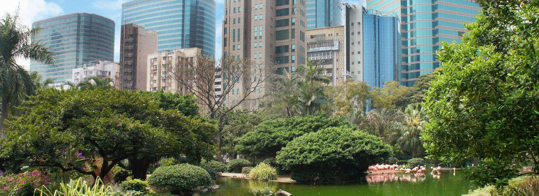Il Kowloon Park e i vicini grattacieli.