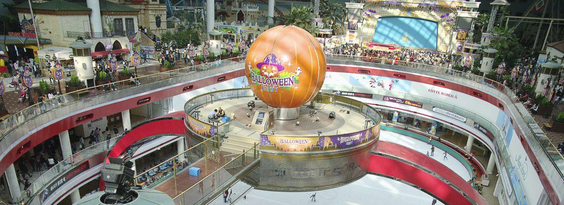 La parte interna del Lotte World di Seoul.