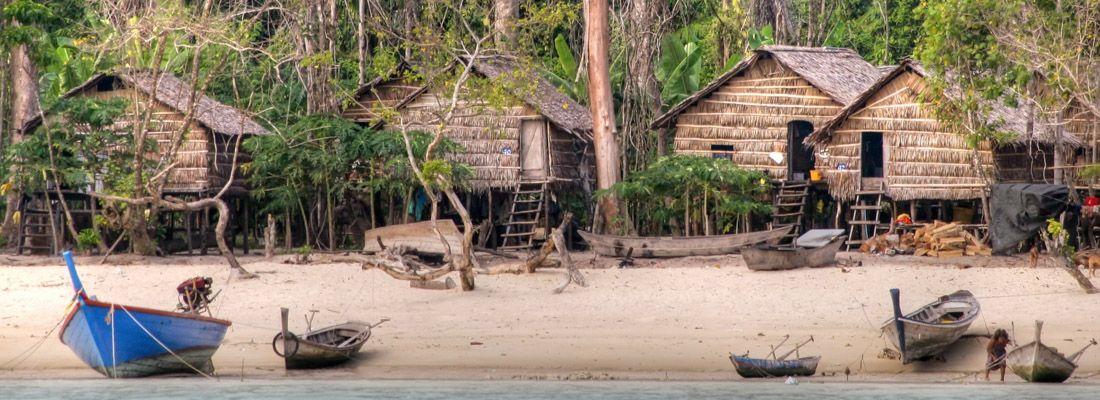 Villaggio di Moken, gli zingari del mare.