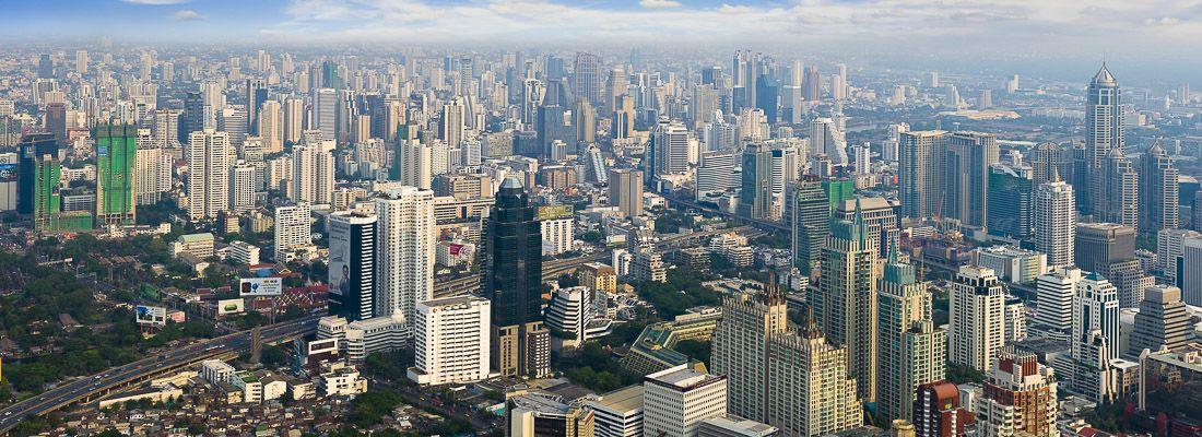 La visita di Bangkok in una giornata di sole.