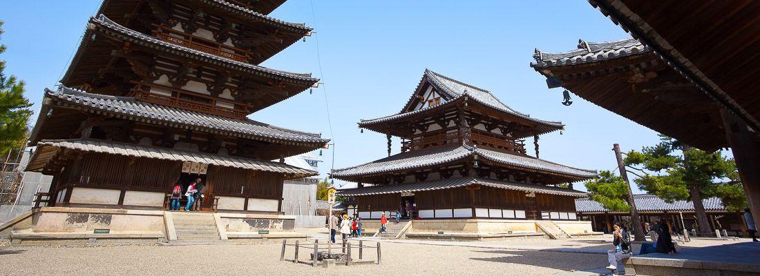 Il tempio Horyuji, e la sua antica struttura in legno.