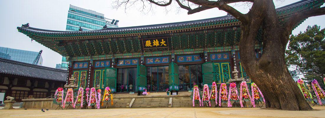 Il tempio Jogyesa a Seoul.