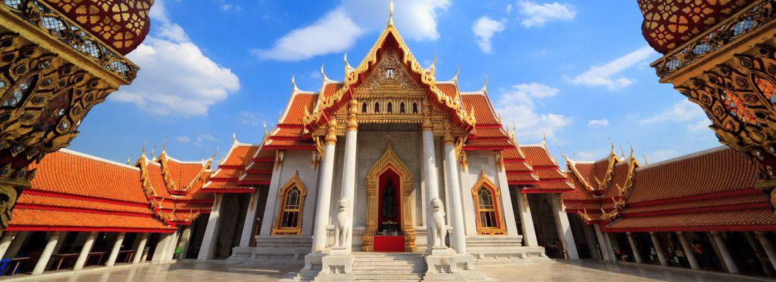L'ingresso maestoso del tempio Wat Benchamabophit.