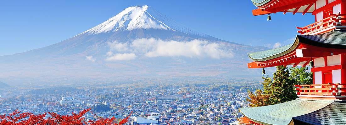 Il Monte Fuji in autunno, e in primo piano la Pagoda Chureito.