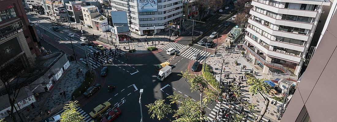 L'incrocio tra Omotesando ed Harajuku, nei pressi del centro commerciale Tokyu Plaza.