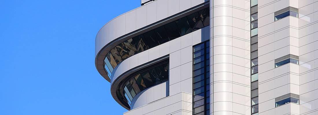 Dettaglio dell'edificio Bunkyo Civic Center a Tokyo.