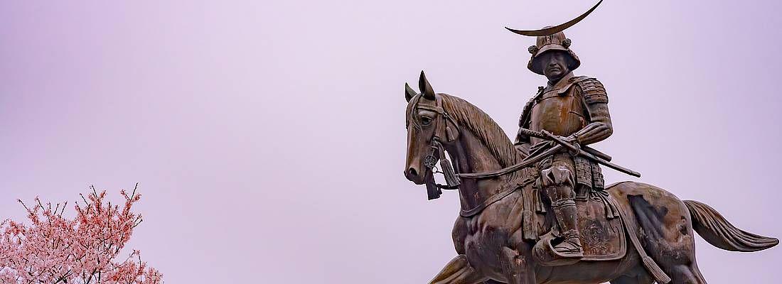 Statua al castello Aoba.