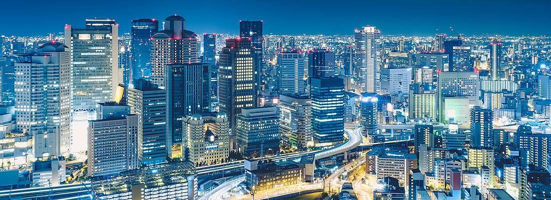 Osaka vista dall'alto, di notte.