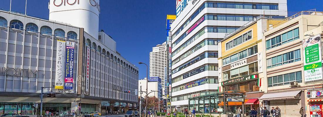Strade di Ikebukuro, vicino al grande magazzino Marui.
