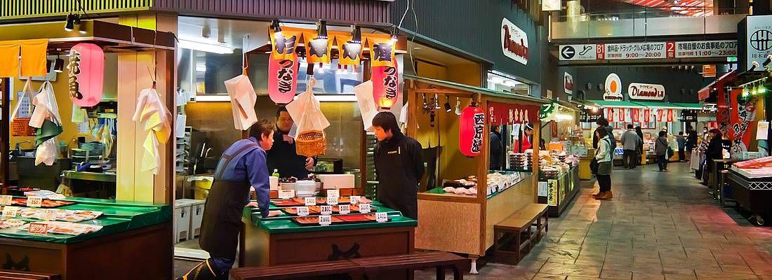 Le strade coperte del mercato Kuromon a Kamnazawa.