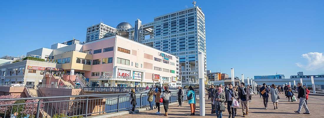 Zona pedonale ad Odaiba, vicino al centro commerciale AquaCity.
