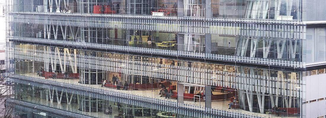 La Mediateca di Sendai vista dall'esterno, progettata da Toyo Ito.