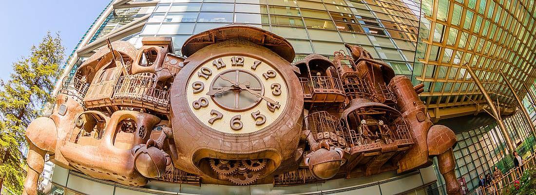 Foto fisheye dell'orologio dello Studio Ghibli a Shiodome.