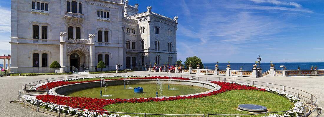 Il castello di Miramare a Trieste.