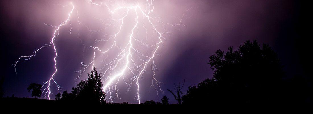 Numerosi fulmini durante un temporale.