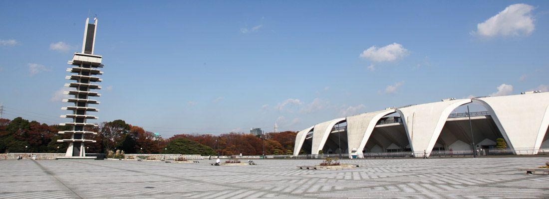 Il Komazawa Olympic Park, parco delle Olimpiadi di Tokyo 1964, con la torre olimpica e lo stadio.