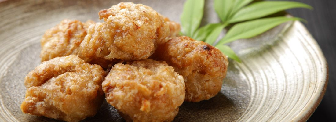 Pollo fritto karaage, tipico piatto giapponese.