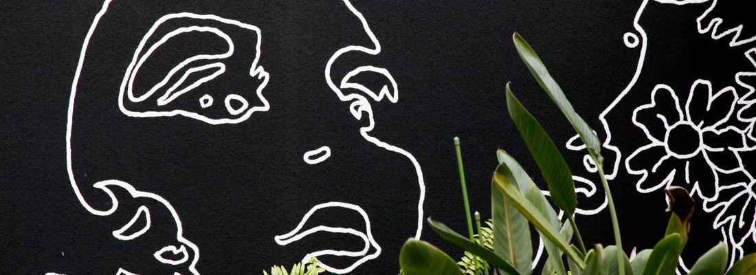 Raffigurazione artistica all'esterno del parrucchiere Sin Den a Tokyo.