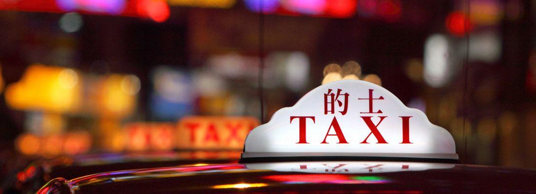 Dettaglio di un taxi in un paese asiatico.