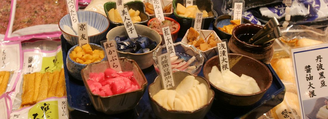 Assaggi di vari tsukemono, sottaceti giapponesi.