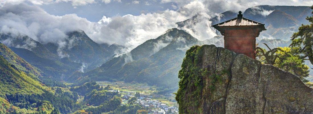 Il pittoresco tempio Yamadera, arroccato sulle montagne.