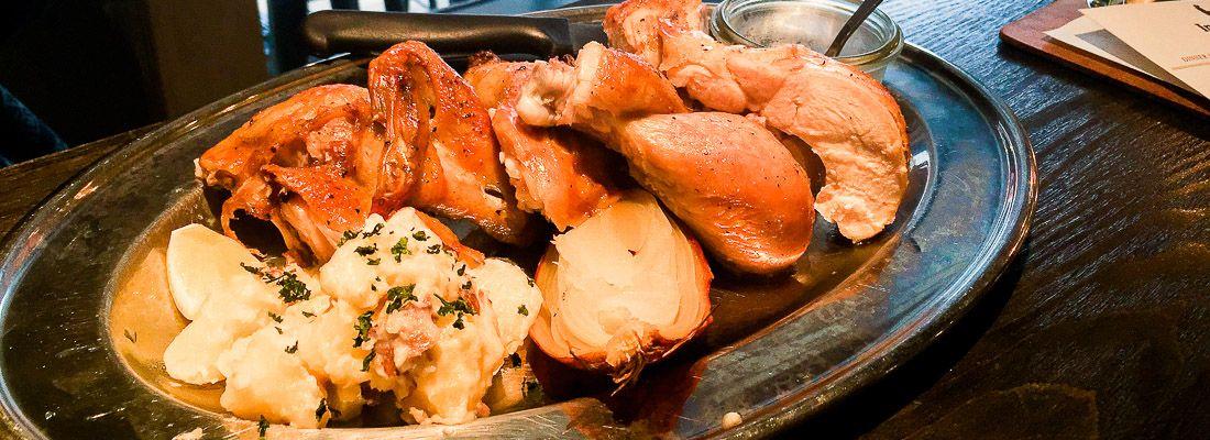 Piatto di pollo al ristorante Inokashira Chicken.